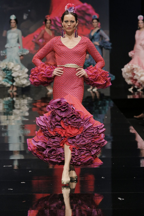 b3a4488f0 Revista La Flamenca Propuestas muy femeninas toman la pasarela en la ...