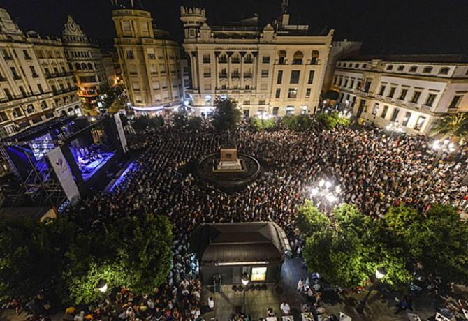 """CÃ""""RDOBA 22-6-13 Noche Blanca del Flamenco (En la imagen, concierto del Pele en las Tendillas) FOTO: MADERO CUBERO"""