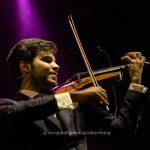 El violín suena y canta flamenco