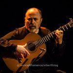 Tras 37 años tocando para el cante y el baile, Rafael Rodríguez, se estrena en solitario en La Bienal